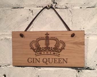 GIN QUEEN - Shabby Chic style wooden wall plaque/sign. Great gift for any Gin lover. Wife,girlfriend,friend,family.