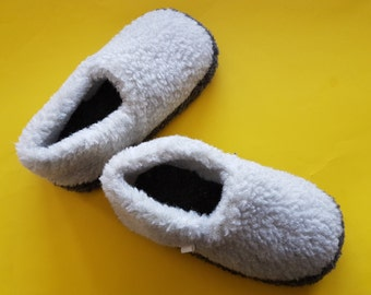 home slippers | 100% handmade woolen slippers| natural slippers | hypoallergic slippers | breathable slippers | Christmas present |