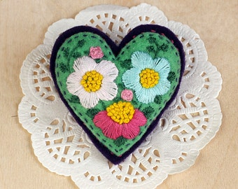 Felt Brooch Embroidered Heart, Embroidery flowers, handmade brooch, girlfriend gift, gift for women, gift for her, Mothers Day Gift, heart