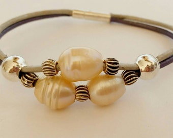 Indian leather with River pearls bracelet