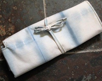 Knitting needle holder in indigo Shibori fabric with zipped pocket. Aztec print gold. Gift for knitter. Handmade crochet storage case.