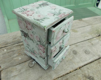 pretty shabby chic decoupaged jewelry /trinket box FREE P&P