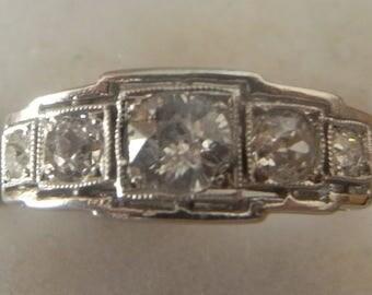 Beautiful Vintage 5 diamond ring in 18 carat white gold Art Deco style