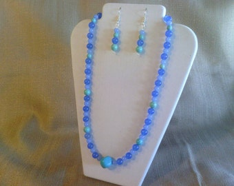 318 Lovely Blue Malaysian Jade and Magnesite Turquoise Beads with Blue Glass Beads Beaded Necklace