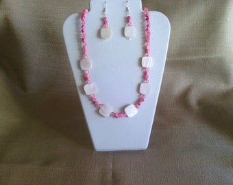 127 Pretty Pink Shell and Marble Style Nuggets and Rose Colored Crackle Glass Beaded Necklace