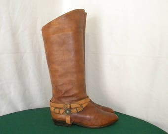 Sz 7 Vintage tall brown leather 1990s flat women riding boots with strap and buckle.