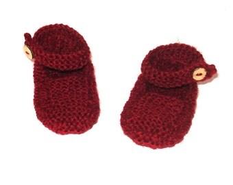 Garter stitch strap shoes for newborn baby.