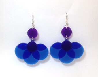 Blue flower laser cut acrylic earrings /// retro inspired vintage style 60s 70s statement jewellery