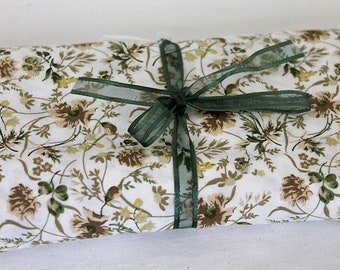 Vintage Floral Fabric/ Cotton Fabric/Vintage Floral/ Craft Supplies & Tools/ Haberdashery/Sewing (1809A)