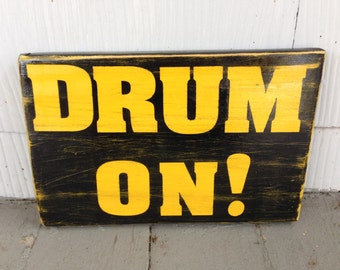 Drum On Sign, Drummer Sign, Gifts For Him, Gift Ideas, Drummer Gifts, Rustic Pallet Signs, Handmade Signs, Drummer Decor, Wooden Wall Decor