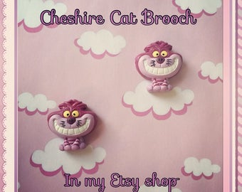 Disney Cheshire Cat brooch pin Alice in wonderland