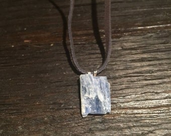 blue kyanite necklace | kyanite necklace | kyanite | brown leather necklace