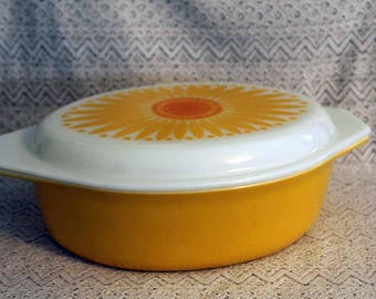 Pyrex 045, 2-1/2 Quart Casserole Dish, Daisy or Sunflower Design on Lid, Large Casserole Dish with Lid, Baking Dish with Lid