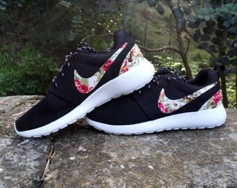 custom nike roshe run womens shoes black color customized with fabric floral athletic nike shoes with fabric flowers white sole