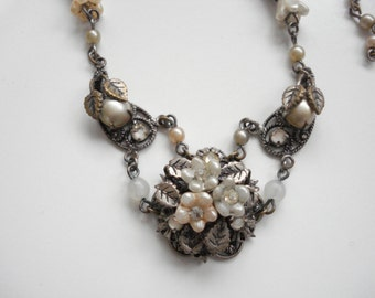Vintage beaded flower necklace