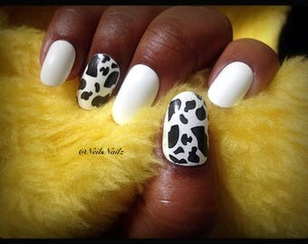 Medium Length Oval Nails,Glossy Fake Nails,Oval Press On Nails,White/Black Animal Print Nails Full-Cover Nails,Hand-painted Press on Nails