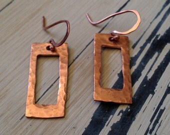 Hammered coppper rectangle cutout earrings