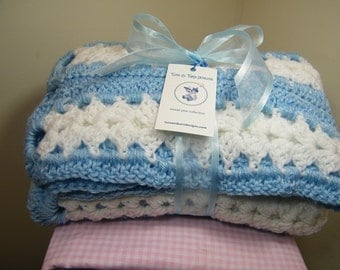 Crochet knit blue/white baby blanket