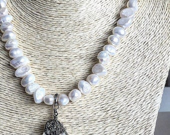 Freshwater pearls, opal white
