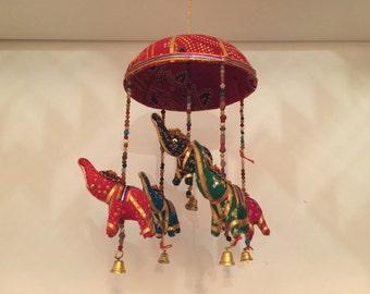 Hängende Elefanten Dekoration aus Indien - Rot