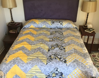 Gray and yellow queen size quilt