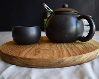 Cutting board made of oak wood, round