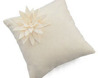 Isolyn Lily Mini Cushion Cover a small cushion which gives a big impact. 30×30cm