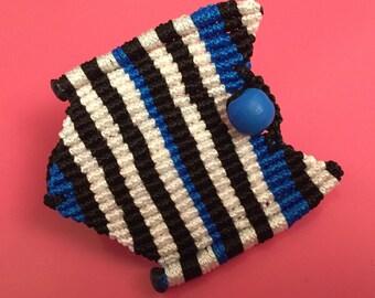 Makrame braceled.3 colors,black,white,blue