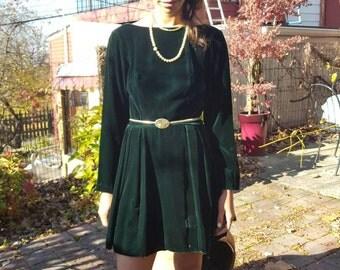 Green Vintage Velvet Dress. Size s