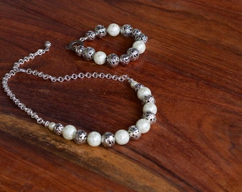 Chunky pearlized and antique silver bead necklace/statement pearl and silver beaded necklace/antique silver bead/pearlized bead and chain