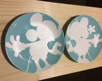 Mickey and Minnie Mouse kissing plate set