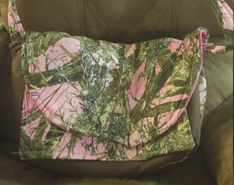 Pink camo shoulder bag