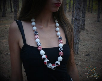 Alice in Wonderland. Felt Ball Necklace. White Black Red. Chunky Necklace. Australian Merino Wool. Eco Jewelry.