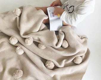 Three-dimensional knitted blankets with pom-poms, Big Size