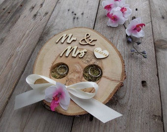 "Ring bearer large, ""Mr"" & ""Mrs"" - wood heart with date, wedding"