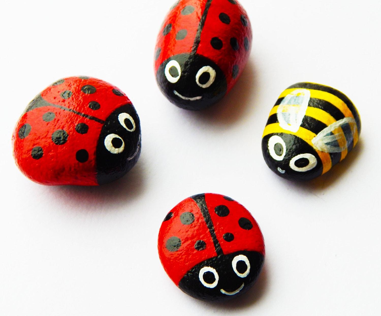 Piedras de abejas y mariquitas pintadas a mano arte de las for Pintura para pintar piedra natural