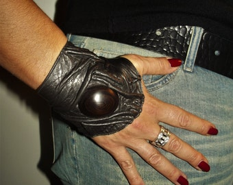Crumpled with ebony detail leather cuff