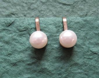 Single pearl clip on earrings