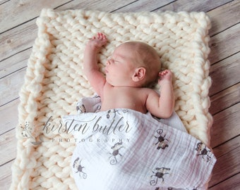 Super Chunky Knit Baby Blanket in Cream