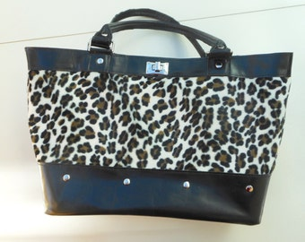 Bag leather with material Leopard ,only 1 model . Shopping bag, sober, elegant, classy