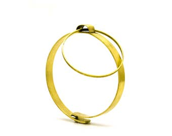 Brass Bangle, brass ring of O, cuff, bracelet with clasp, brass bracelet with ring, kinetic jewelry, statement bracelet