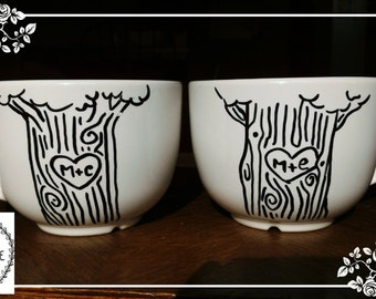 Pair of hand painted cups.  With lovers ' initials on the trunks. To customize them on request please contact me!