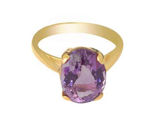 5 ct Amethyst ring in yellow gold