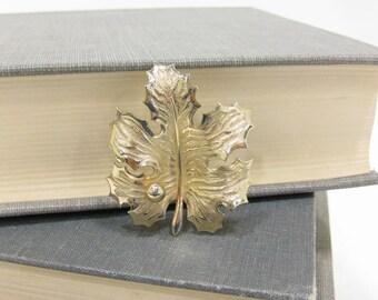 Vintage Giovanni Signed Gold Tone Maple Leaf Brooch