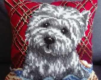 Holster cushion point of cross Cross Stich dog BICHON MALTES embroidered by hand