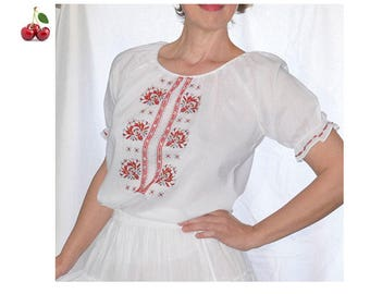 White bluse ethnic vintage 90's Blouse in white embroidery cotton red embroidered folk tunic balloon sleeves