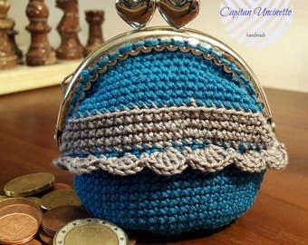 Coin purse crochet worked with metal closure clic clac, light blue and gray.