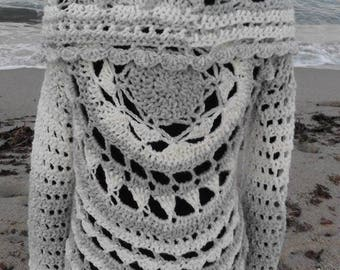 Circular crochet colors gray and white vest