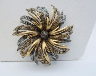 Brooch vintage signed Art