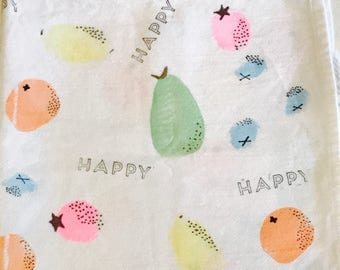 Burp cloth (happy berries)